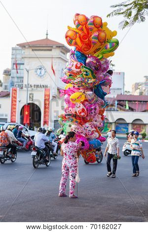 Balloon saleswoman ( hawker ) in front of Ben Thanh market, Saigon ( Ho Chi Minh City ) , Vietnam