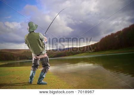 ein Junge euphorischen Fischer am Mavrovo-See