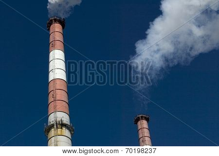 NEW YORK - FEBRUARY 19:  Smoke billows from the smokestacks of a KeySpan 250-megawatt combined-cycle electric-generating station power plant February 19, 2005 in Long Island City, NY.