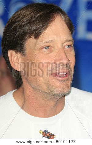 LOS ANGELES - NOV 19: Kevin Sorbo at the premiere of Walt Disney Animation Studios' 'Frozen' at the El Capitan Theater on November 19, 2013 in Los Angeles, CA