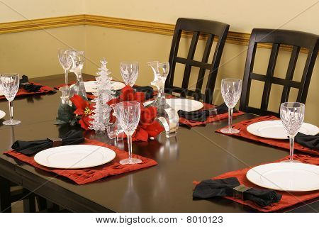 elegant crystal dining table setting