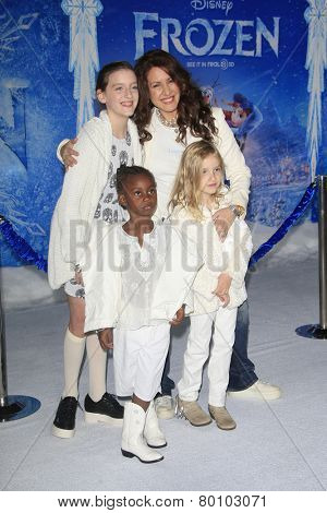 LOS ANGELES - NOV 19: Joely Fisher, daughters at the premiere of Walt Disney Animation Studios' 'Frozen' at the El Capitan Theater on November 19, 2013 in Los Angeles, CA