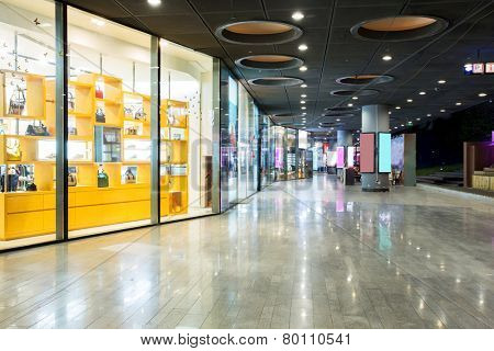 storefront in shopping mall