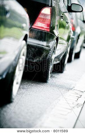 Engarrafamento na rodovia alagada causa chuva