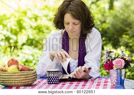 Frau Beim Lesen, Woman Reading A Book