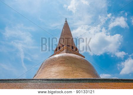 Phra Pathom Chedi At Nakhon Pathom, Thailand.