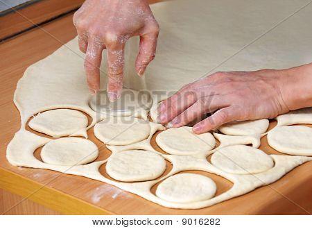 Mãos Od massa crua preparar massa