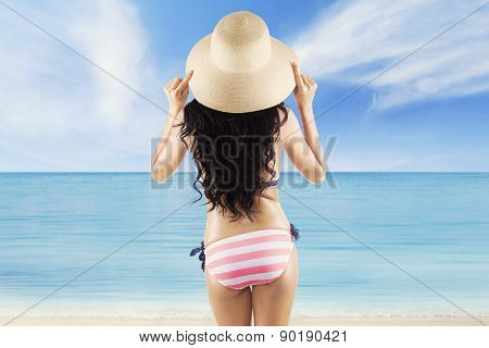 Girl With Hat Enjoy Beach View