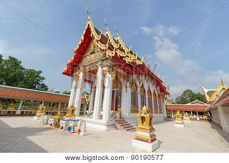 temple under sunlight with clear sky