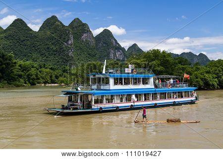 Guilin, China - Circa July 2015: Cruise Boat Sails Between Karst Mountains And Limestone Peaks Of Li