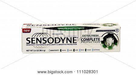 Sensodyne Complete Toothpaste