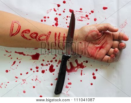 Female Suicide With Dead Messages On The Hand