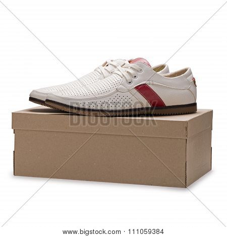 Men's Summer Elegant White Leather Shoes With Laces On A Cardboard Box
