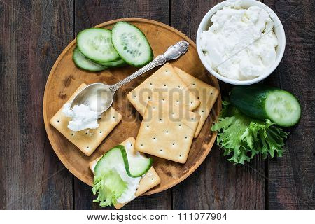 Saltine Crackers, Lettuce, Cucumber And Ricotta