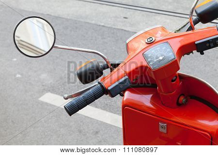 Red Classical Italian Piaggio Scooter Handlebar