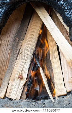 Briquettes for ignition among the firewood