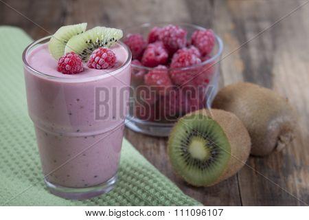 Smoothies Of Kiwi And Raspberries .
