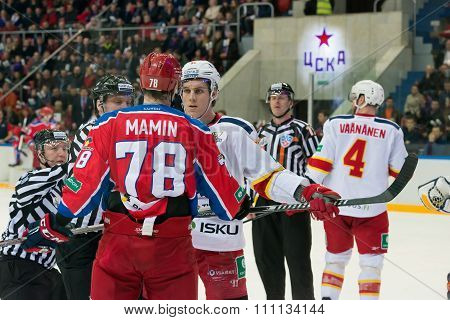 MOSCOW - MARCH 19, 2015: The conflict between unidentified hockey players on hockey game Yokerit vs CSKA on Russia KHL championship in the sports complex CSKA Moscow, Russia. CSKA won 4: 2