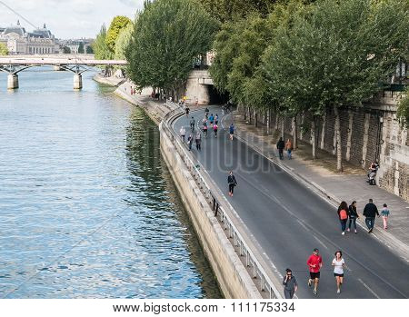 Runners And Walkers Along The Seine On Sunday, Paris