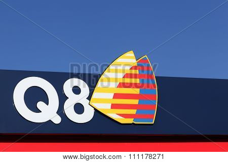 Q8 logo on a gas station