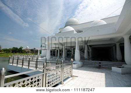 An-Nur Mosque a.k.a Petronas Technology University Mosque