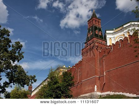 Rampart with tower of the Kremlin.
