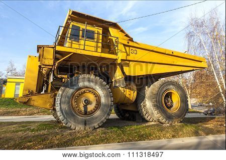 Yellow Dumper Truck 03