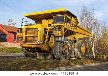 Yellow Dumper Truck 04