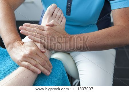 Massage Feet By Pedicure