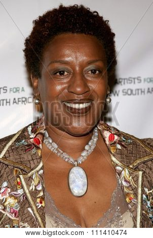 CCH Pounder attends the Archbishop Desmond Tutu's 75th Birthday Celebration held at the Regent Beverly Wilshire Hotel in Beverly Hills, California on September 18, 2006.