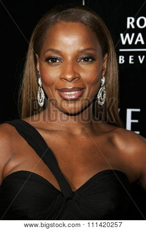 Mary J. Blige attends the Rodeo Drive Walk Of Style Award honoring Gianni and Donatella Versace held at the Beverly Hills City Hall in Beverly Hills, California on February 8, 2007.