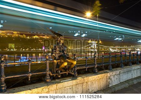 The Litlle Princess Statue In Budapest