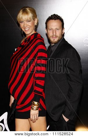 Jenna Elfman and Bodhi Elfman at the Rodeo Drive Walk of Style Award honoring Princess Grace Kelly of Monaco and Cartier in Beverly Hills on October 22, 2009.