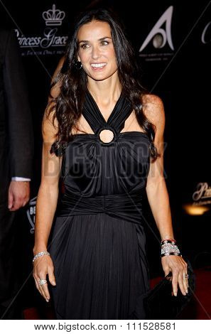 Demi Moore at the Rodeo Drive Walk of Style Award honoring Princess Grace Kelly of Monaco and Cartier in Beverly Hills on October 22, 2009.