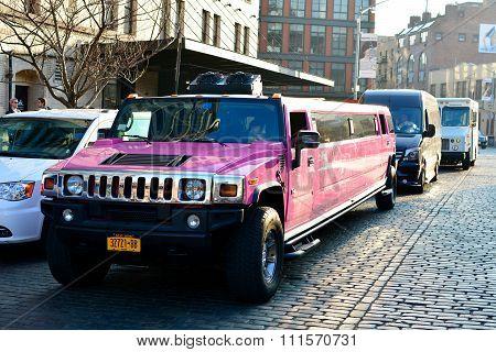 Pink Hummer H2 limosine, stretged hummer