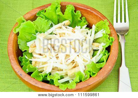 Dietary Salad from Daikon and Chicken