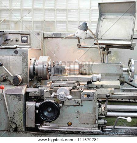 image lathe machine in a workshop