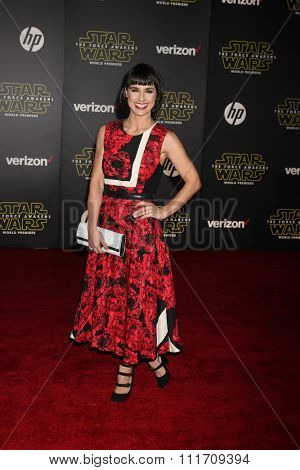 LOS ANGELES - DEC 14:  Constance Zimmer at the Star Wars: The Force Awakens World Premiere at the Hollywood & Highland on December 14, 2015 in Los Angeles, CA