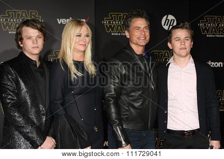 LOS ANGELES - DEC 14:  Rob Lowe at the Star Wars: The Force Awakens World Premiere at the Hollywood & Highland on December 14, 2015 in Los Angeles, CA
