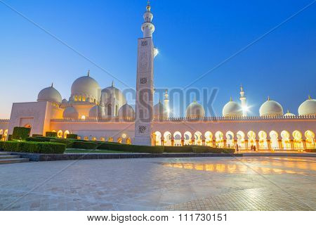 ABU DHABI, UAE - MARCH 27, 2014: Sheikh Zayed Grand Mosque in Abu Dhabi, UAE. Grand Mosque in Abu Dhabi is the largest mosque in the United Arab Emirates for more than 40,000 prayers.