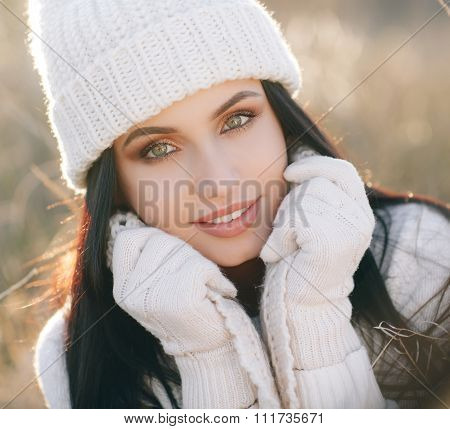 Autumn portrait of a beautiful woman in the field