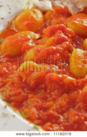 Ñoquis de patata italiano con salsa de tomate Mediterráneo