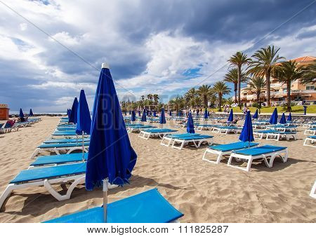 Sunbeds and parasols on the Los Cristianos beach
