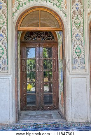 Zinat ol Molk House wooden room door