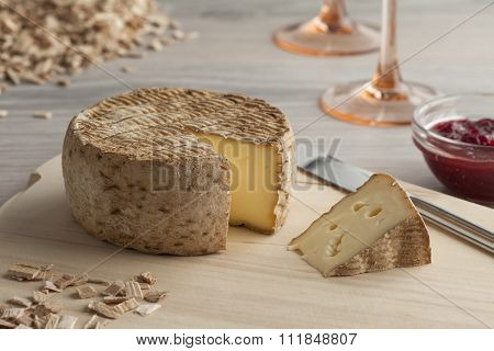 Tomme fum�©e, smoked cheese as an appetizer