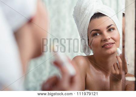Female Nourishing And Moisturizing Lips