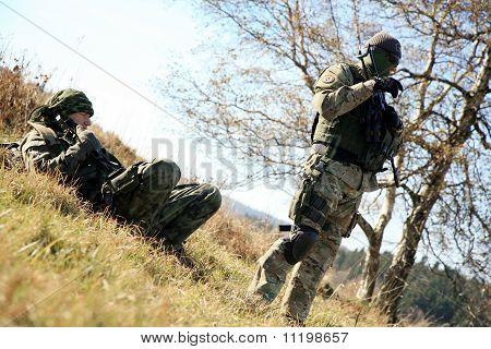 Soldado em camuflagem