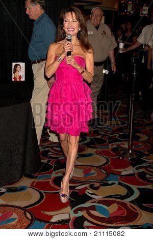 """Las Vegas jun 18: Susan Lucci am Booksigning für """"mein Leben"""", ihre Autobiographie bei Hilton h"""
