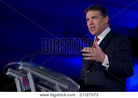 NEW ORLEANS, LA - 18 de junho: O governador do Texas Rick Perry aborda a Conferência de liderança republicana