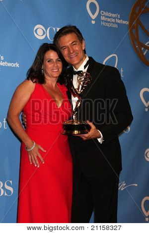 LAS VEGAS - JUN 19:  Lisa Oz, Dr. Mehmet Oz in the Press Room of the  38th Daytime Emmy Awards at Hilton Hotel & Casino on June 19, 2010 in Las Vegas, NV.
